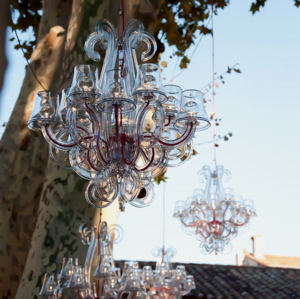 Location de lustres et suspensions contemporaines lustre for Lustre pour exterieur